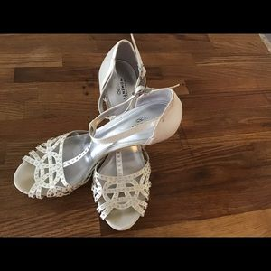 Shoes - Unforgettable Moments White Heels